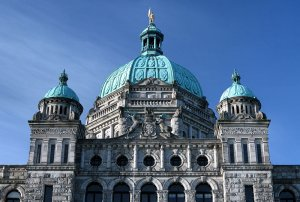800px_British_Columbia_legislature_building_roof_close_up.jpg