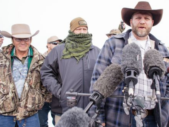 Ammon Bundy speaks to media at Malheur National Wildlife Refuge, Jan 4, 2016.