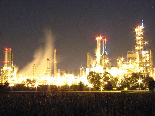 Martinez_refinery_ablaze.jpg